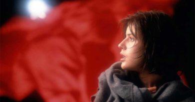 """""""Tre colori – Film rosso"""", di Krzysztof Kieślowski: l'ultima lezione su caso e volontà"""