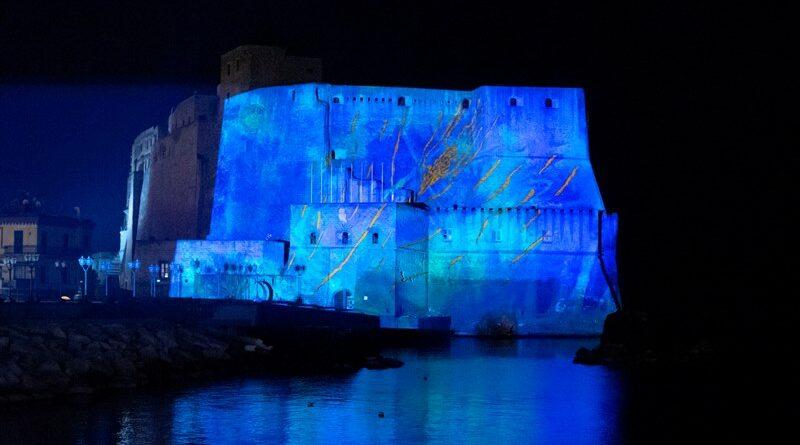Dai 'Lighting Flowers' alle pareti di Castel dell'Ovo, in dialogo con Franz Cerami